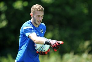 Millwall agree new deal with goalkeeper